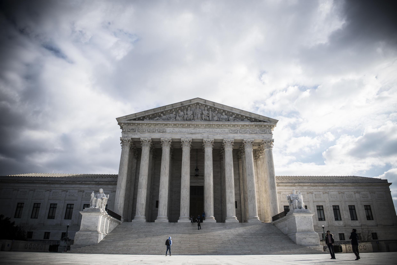 La Corte Suprema  autorizó las primeras ejecuciones de prisioneros federales en 17 años, que habían sido retrasadas después de que una jueza dictaminara que no debían realizarse porque no cumplían con la legalidad.