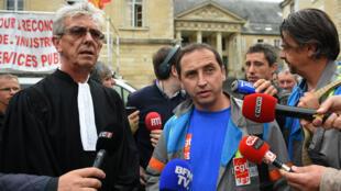 Jean-Louis Borie, avocat des salariés des GM&S, avec Vincent Labrousse, délégué CGT, le 4 septembre 2017.