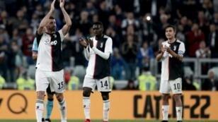 La Juventus rend hommage au vétéran Andrea Barzagli pour sa dernière à Turin, lors du match nul contre l'Atalanta Bergame, le 19 mai 2019