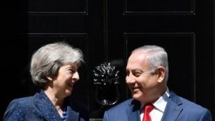 رئيسة الحكومة البريطانية تيريزا ماي ونظيرها الإسرائيلي بنيامين نتانياهو في لندن الأربعاء 6 حزيران/يونيو 2018