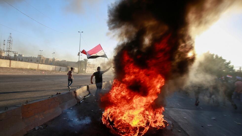 """العراق: أكثر من مئة قتيل و6 آلاف جريح في المظاهرات والحكومة تعلن """"تدابير اجتماعية"""" لتهدئة الأوضاع"""