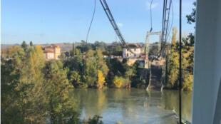 Le pont de Mirepoix-sur-Tarn s'est effondré, lundi 18 novembre.