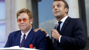 El cantante inglés, Elton John, junto al presidente de Francia, Emmanuel Macron. 21 de junio de 2019.