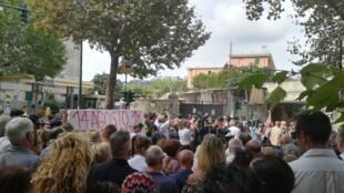 Une minute de silence a été observée à Gênes, un mois après l'effondrement du viaduc, le 14 septembre.
