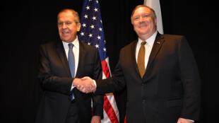 El secretario de Estado de Estados Unidos, Mike Pompeo, junto al ministro de Relaciones Exteriores de Rusia, Serguéi Lavrov, durante su encuentro en Finlandia el 6 de mayo de 2019.