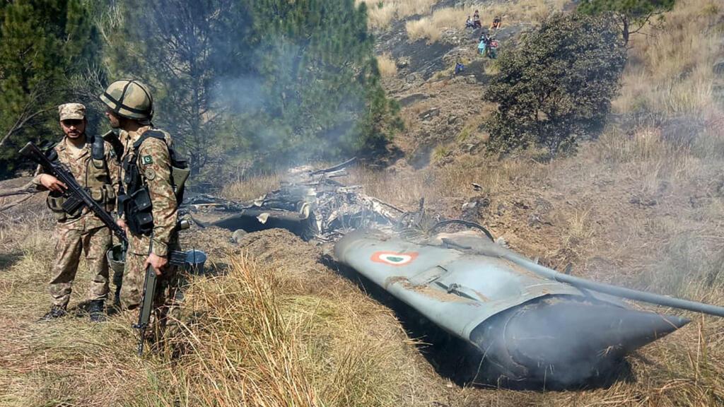Pakistan, India down rival jets as Kashmir crisis escalates