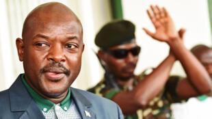 Pierre Nkurunziza, le président burundais, est apparu publiquement dimanche pour la première fois depuis le coup d'état avorté dans son pays, à son palais présidentiel à Bujumbura.