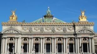 La facade du palais Garnier à Paris le 3 octobre 2016