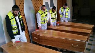 جثث اليهود الأربعة الذين قضوا إثر هجوم باريس