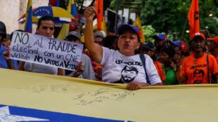 Manifestantes opositores participaron en una marcha hasta la sede de la OEA, en Caracas, Venezuela, contra las elecciones presidenciales de este 20 de mayo. 16 de mayo de 2018.