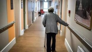France's elderly to be allowed visits
