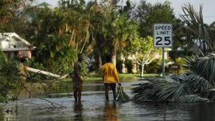 Les rues inondées de Fort Myers, en Floride, le 11 septembre 2017, après le passage de l'ouragan Irma.