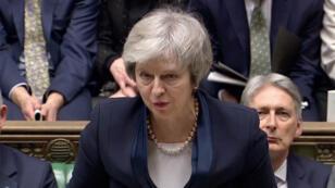 Theresa May a été l'objet d'un très fort rejet, lâchée par son propre camp. Et l'avenir du Royaume-Uni devient un peu plus flou encore.