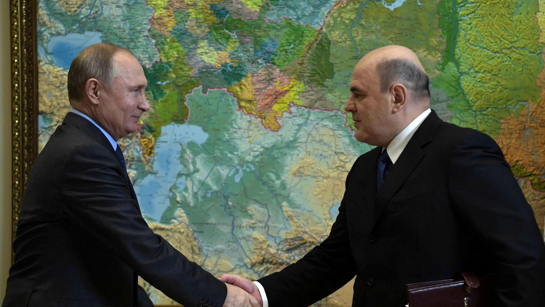 El presidente ruso, Vladimir Putin, asiste a una reunión con el jefe del Servicio Federal de Impuestos, Mikhail Mishustin, en Sochi, Rusia, 20 de noviembre de 2018. Fotografía tomada el 20 de noviembre de 2018.