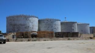 2020-07-23T145301Z_1810468550_RC22ZH9OHBQN_RTRMADP_3_LIBYA-SECURITY-OIL-AZZAWIYA
