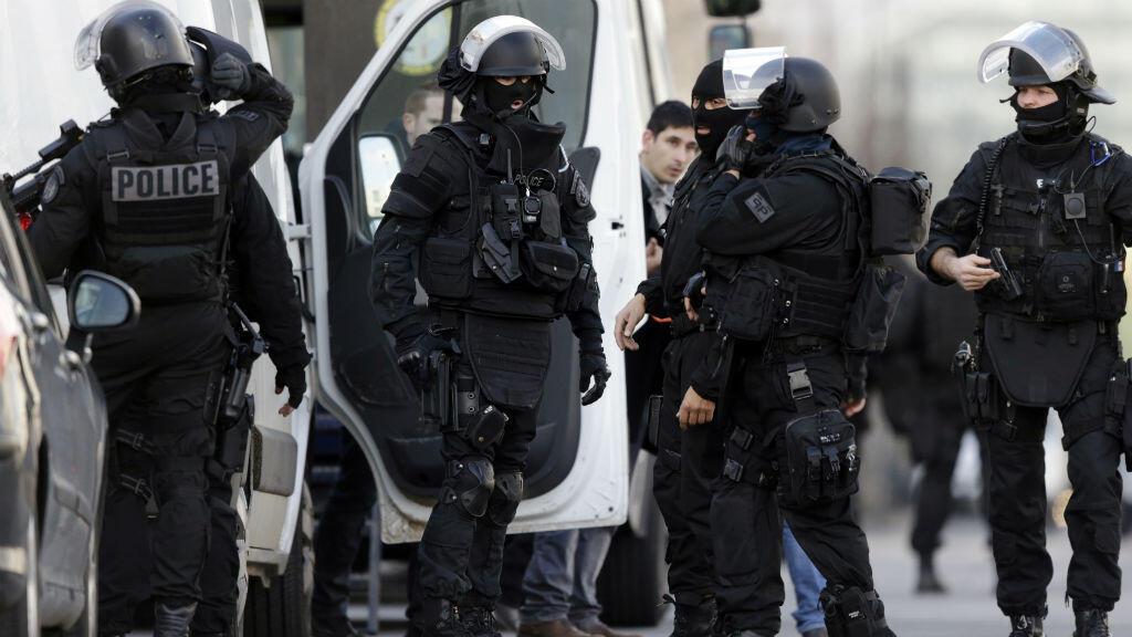 Un important périmètre de sécurité a été mis en place autour du bureau de poste de Colombes.
