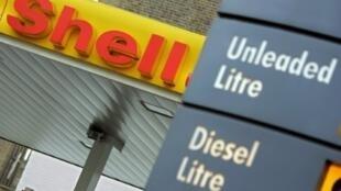 شعار شركة شل في محطة للوقود في لندن في 2 شباط/فبراير 2006
