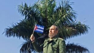 فيدل كاسترو في إحدى ضواحي هافانا في 26 كانون الثاني/يناير 2001