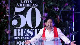 El chef del restaurante peruano Maido, Mitsuharu Tsumura, habla luego de recibir el premio al mejor restaurante de América Latina. 30 de octubre de 2018.