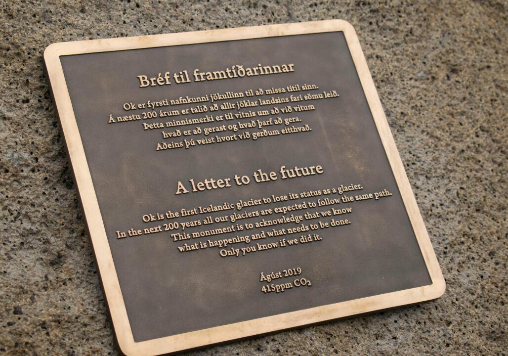 La plaque commémorative présente sur Ok.