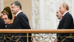 François Hollande, le président ukrainien Petro Porochenko, son homologue biélorusse, Alexandre Loukachenko et Vladimir Poutine se sont rencontrés le 11 février à Minsk pour tenter de trouver une solution au conflit ukrainien.