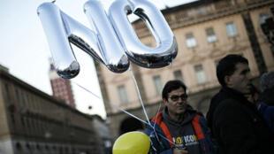 Un partisan du mouvement 5 étoiles à Turin, quatrième plus grande ville d'Italie.