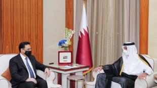 دياب خلال لقائه أمير قطر الشيح تميم بن حمد في الدوحة