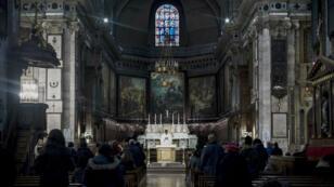 L'église Notre-Dame-des-Victoires, située à Paris.