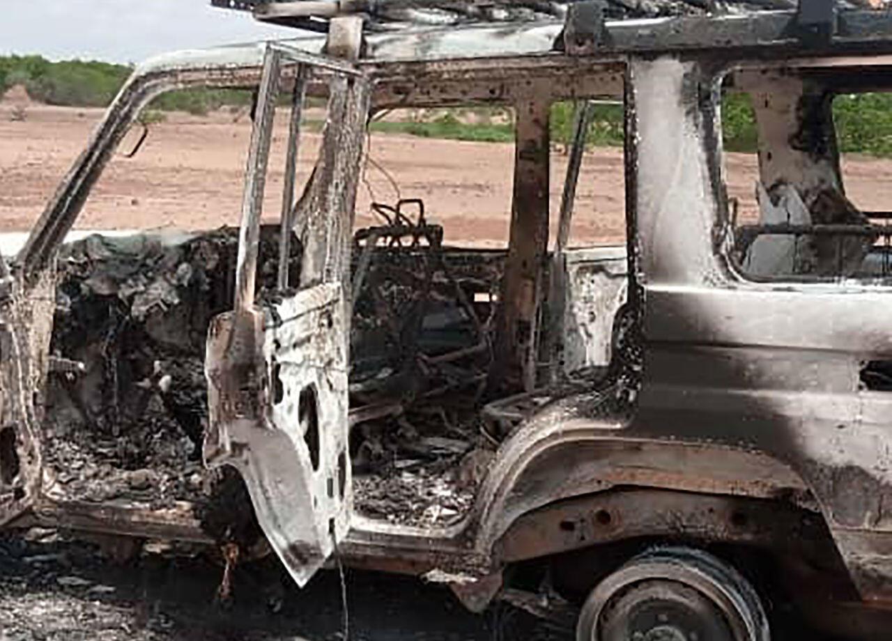 L'une des voitures brûlées des six touristes français qui ont été tués, le 9 août 2020, dans une région du sud-ouest du Niger.