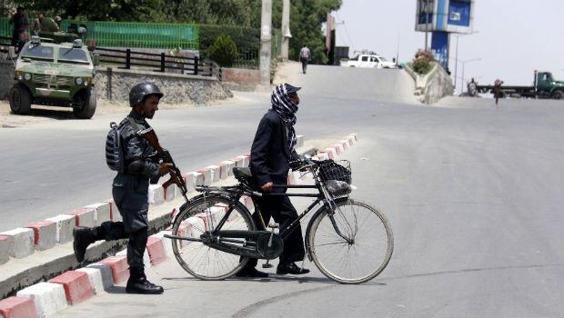 Tras el atentado registrado en Kabul el 4 de junio de 2018, un grupo de agentes de seguridad fueron desplegados en la zona.