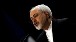 """Le ministre iranien des Affaires étrangères Mohammad Javad Zarif estime que la nouvelle politique américaine en matière de nucléaire militaire """"rapproche l'humanité de l'anéantissement""""."""