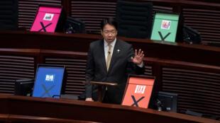 Le député pro-démocratie Charles Mok s'adresse au Parlement, le 18 juin 2015 à Hong Kong.