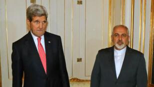 Le secrétaire d'État américain John Kerry et le ministre iranien des Affaires étrangères Mohammad Javad Zarif sont deux acteurs majeurs des négociations à l'AIEA.