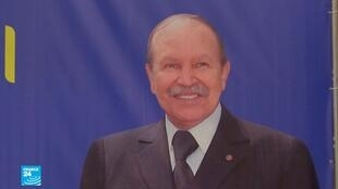 لافتة عليها صورة الرئيس الجزائري عبد العزيز بوتفليقة