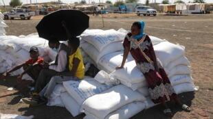 2020-12-02T210613Z_1462303415_RC29FK9VYEVP_RTRMADP_3_ETHIOPIA-CONFLICT-SUDAN-REFUGEES