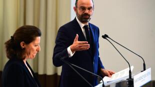 Le Premier ministre Edouard Philippe s'exprime le 20 novembre 2019 à Paris au côté d'Agnès Buzyn, alors ministre de la Santé