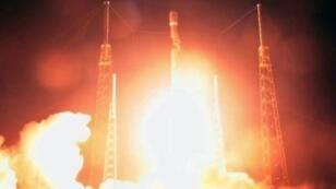 """صورة عن شريط فيديو لانطلاق الصاروخ الذي يحمل المركبة الإسرائيلية """"بيريشيت"""" من قاعدة كيب كانافيرال في فلوريدا"""