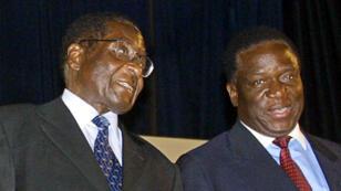 Emmerson Mnangagwa (à droite), 75 ans, essuyait depuis plusieurs semaines les vives critiques de proches du président (à gauche).
