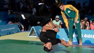 El japonés Shigeyuki Nakarai compite contra el sudafricano Jordan Jesse Smith en Buenos Aires. 7/10/18