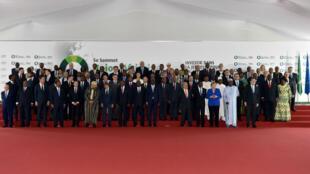 Quatre-vingt-trois dirigeants européens et africains se sont retrouvés à Abidjan pour le 5e sommet UE-UA, le 29 novembre 2017.