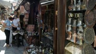 أحد الأسواق السياحية في البوسنة