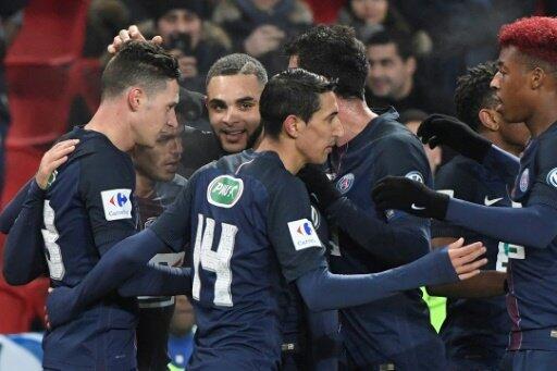 لاعبو باريس سان جرمان يحتفلون بالتسجيل في مرمى باستيا في 7 كانون الثاني/يناير 2017