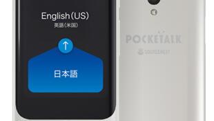 """""""بوكيت توك""""، مُترجِم للجيب يُترجم المحادثات إلى أربع وسبعين لغة"""