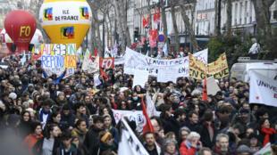 La manifestation parisienne contre le recours au 49-3 a rassemblé 6200 personnes, mardi 3mars, selon le ministère de l'Intérieur.