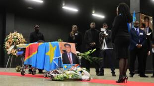 Le cercueil d'Étienne Tshisekedi lors d'une veillée funèbre en son honneur à Bruxelles, le 5 février 2017.