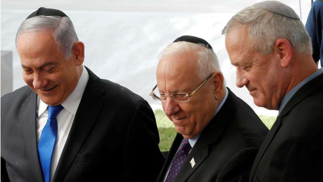 Après l'échec de Benjamin Netanyahu (à gauche), le président Reuven Rivlin(au centre) a chargé Beny Gantz (à droite) de former un gouvernement.