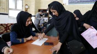 Quatre femmes ont été élues au second tour de l'élection législative iranienne du 29 avril 2016, portant à 17 le nombre de députées dans le nouveau Parlement iranien.