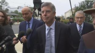 Fotograma de la llegada del embajador William Taylor al Congreso de Estados Unidos el martes 22 de octubre de 2019.