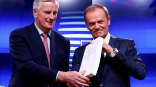 Michel Barnier et Donald Tusk lors de leur conférence de presse commune, le 15 novembre 2018.