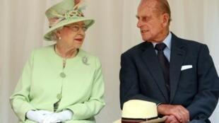 الملكة إليزابيث الثانيو وزوجها الأمير فيليب في العام 2011